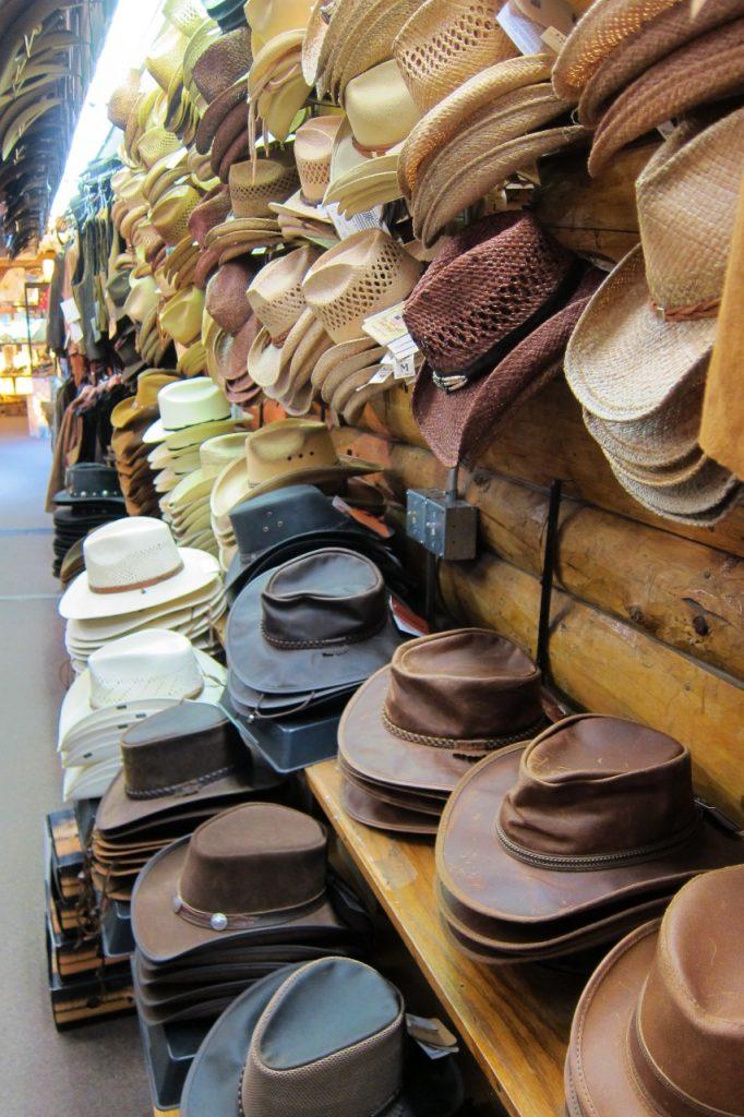 tips om yellowstone te bezoeken cowboyhoeden