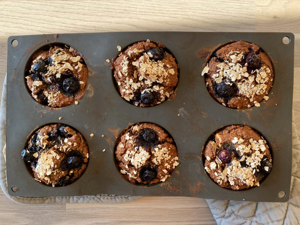 gezonde vegan muffins met blauwe bessen muffinvorm