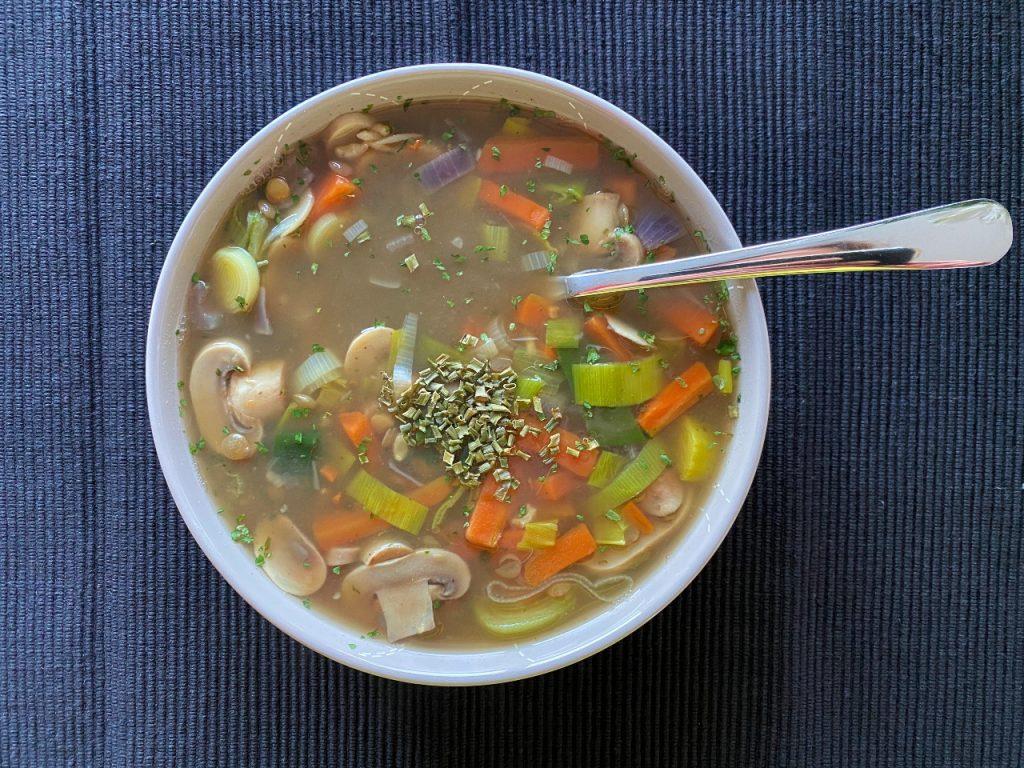groentesoep met rijst en linzen