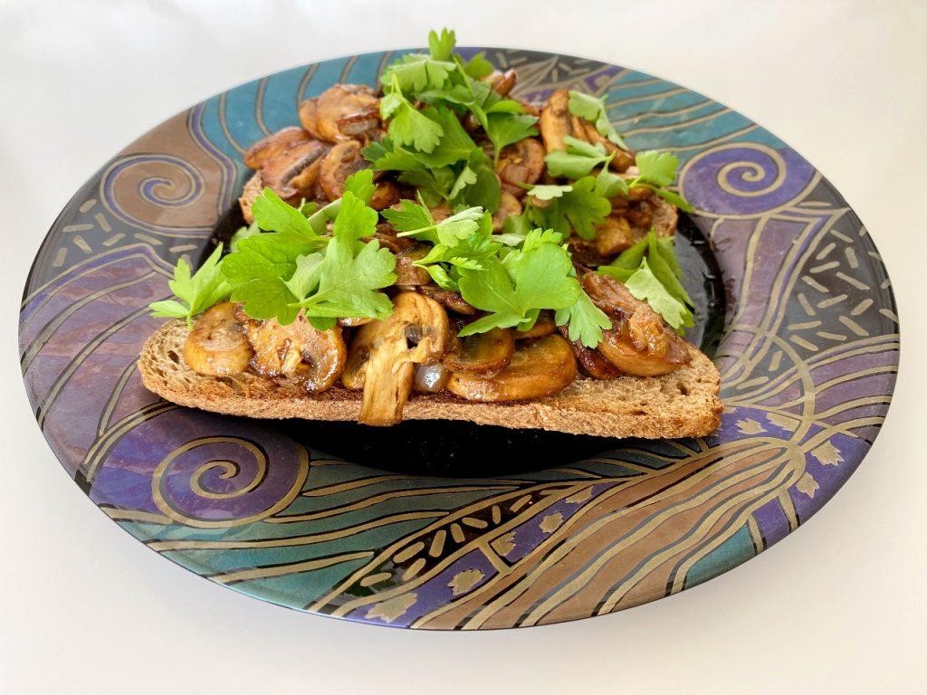 eenvoudige vegan toast champignon