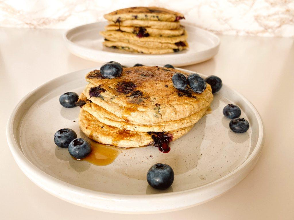 Vegan Amerikaanse pannenkoeken met blauwe bessen