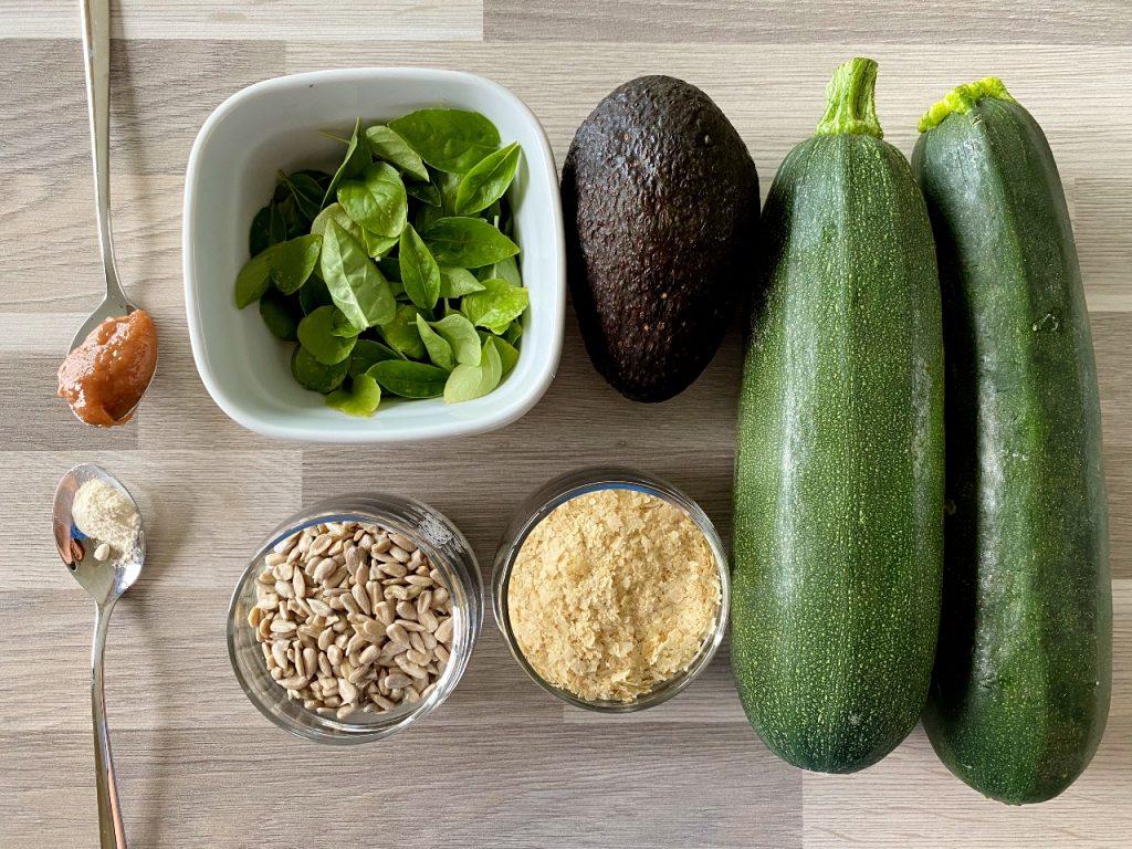 courgetti met vegan avocadopesto ingrediënten