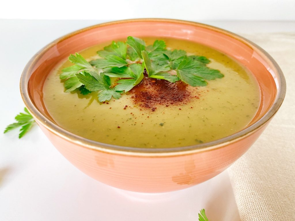 vegan soep met courgette en rode linzen