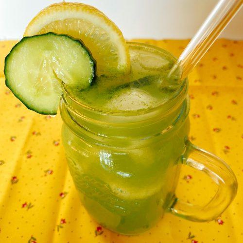 citroenwater met komkommer en munt ahornsiroop