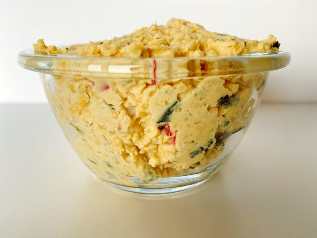 snelle vegan tonijnsalade kikkererwtenspread met radijzen