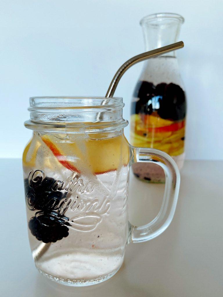 fruitwater met appel en braambessen