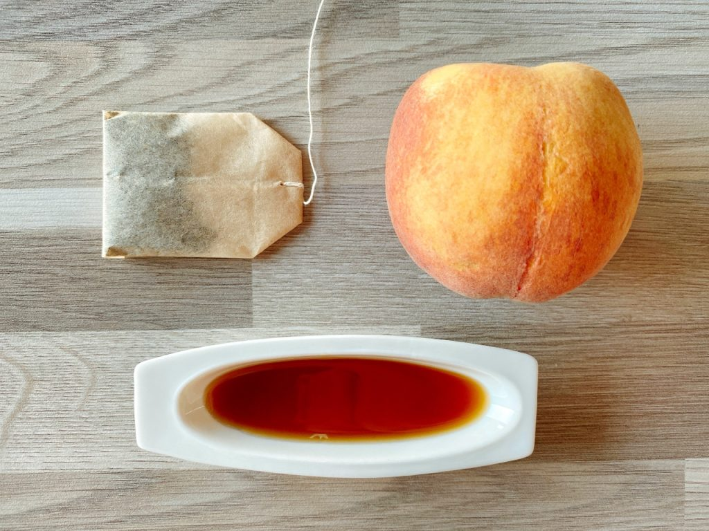 zelfgemaakte ijsthee met perzik ingrediënten