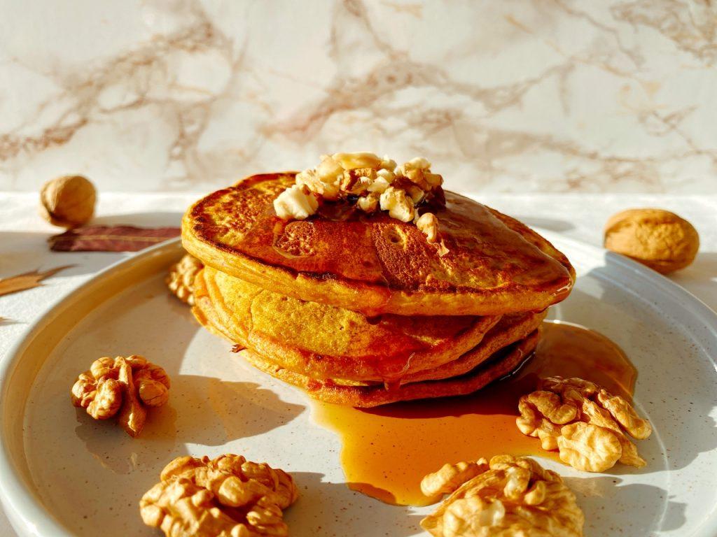 vegan pancakes met pompoen ahornsiroop