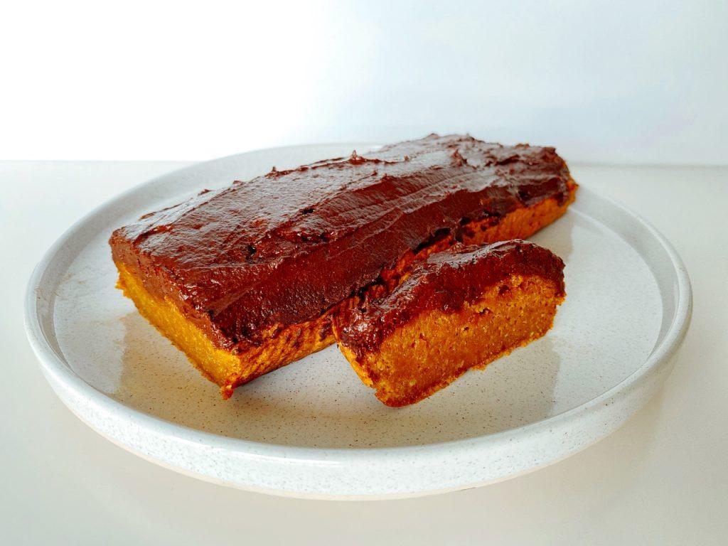 vegan pompoencake met chocolade frosting